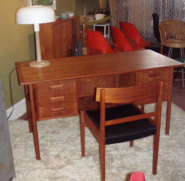 Vintage designer danish modern desk in teak w/ side chair; (2) banks of drawers for storage and the back or front side has cubbby for books or display/additional storage
