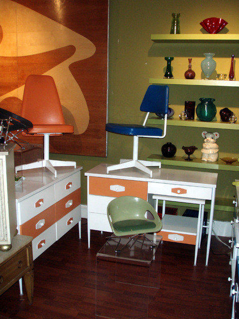Cool mod early 1960's Nelson ala  VISTA style desk AND dresser set in orange and white-has its original coordinating 
