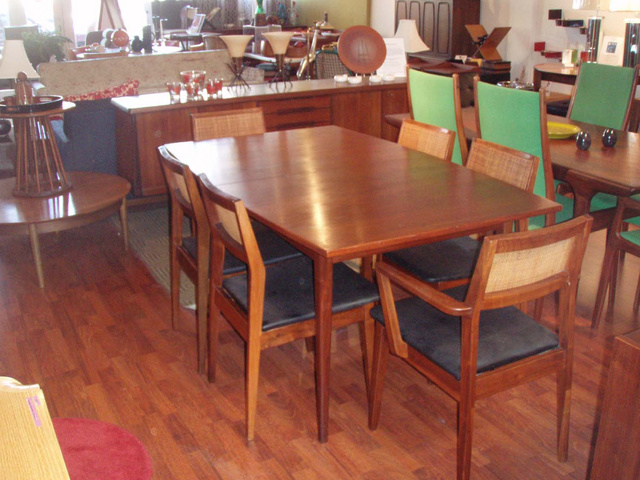 Great Vintage Danish Modern Dining Table In Walnut; Table W/ Two Leafs And 6  Chairs