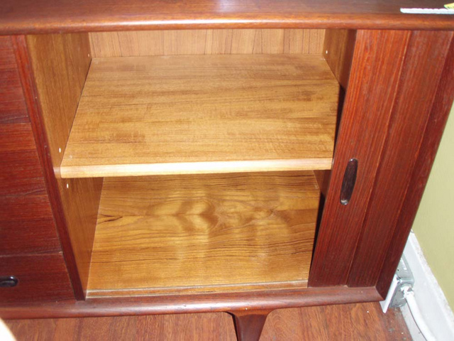 right compartment w/ 1 removable shelf