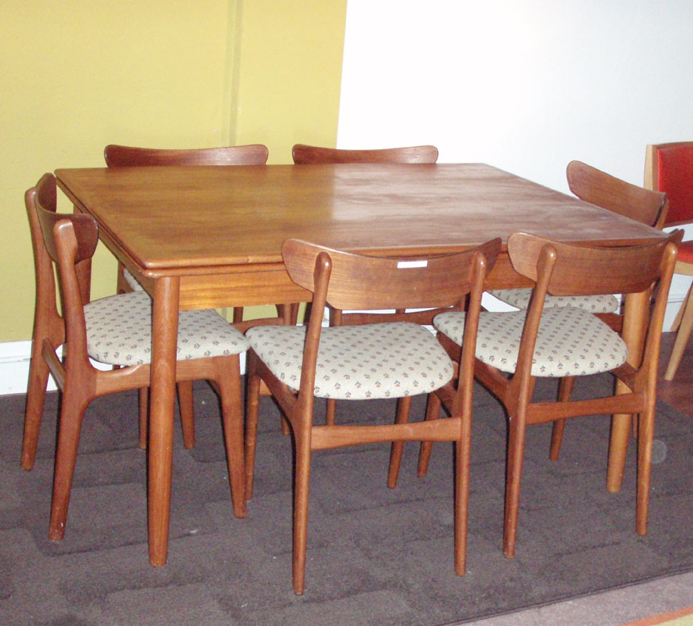 Vintage Danish Modern Teak Dining Room Set Table Has 2 Leafs And