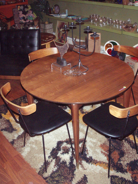 """Gio Ponti dining table for Singer & Sons  40"""" dia $5000 SKU# F0034   Paul McCobb dining chairs --SOLD"""
